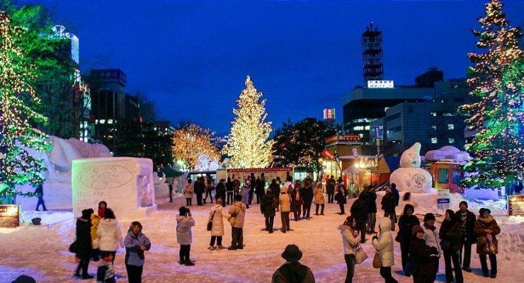 Wisata patung es di Sapporo Snow Festival Hokkaido Jepang